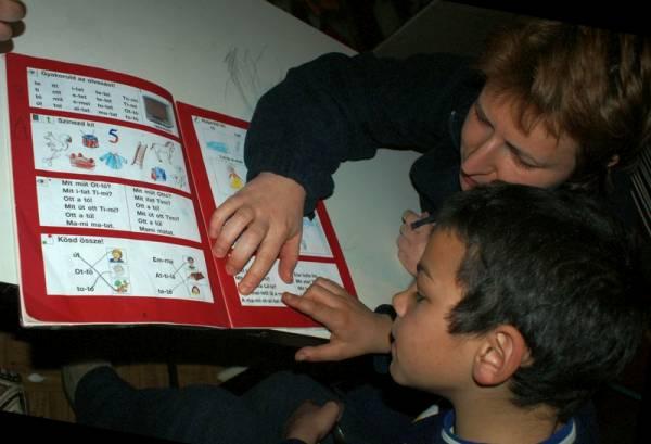 Segítőnk együtt tanul egy gyermekkel